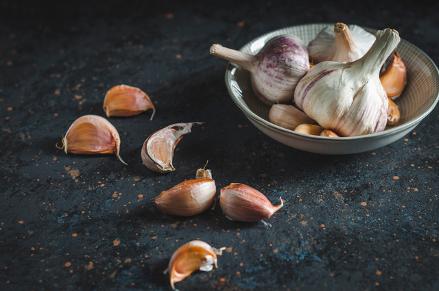 eating garlic as part of a healthy immune system booster guide