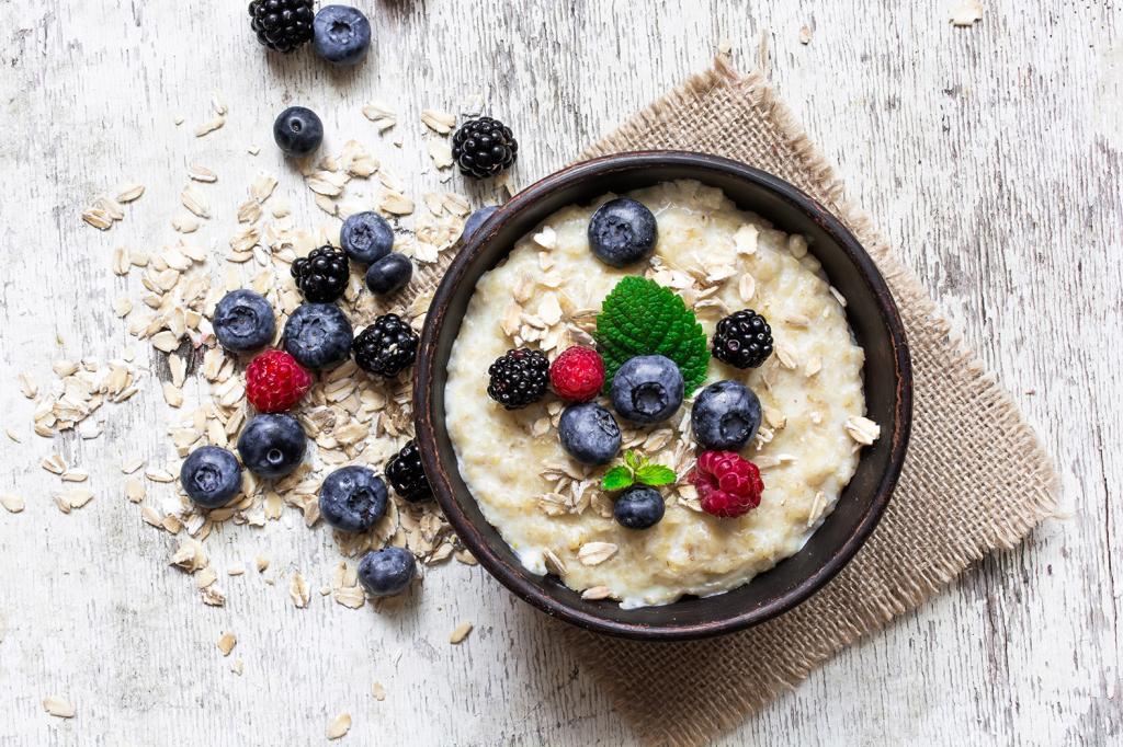 healthy breakfast ideas oatmeal porridge with ripe berries