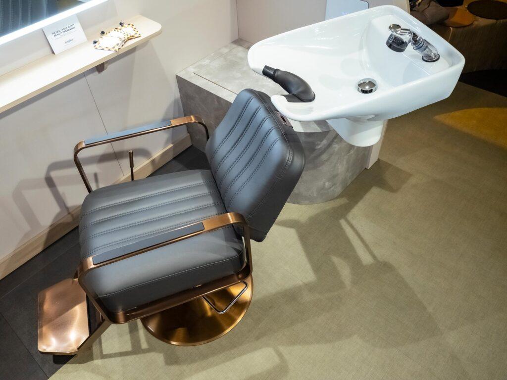 Movable washbasins at hair salon